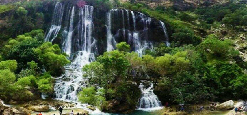 آبشار زیبا رو