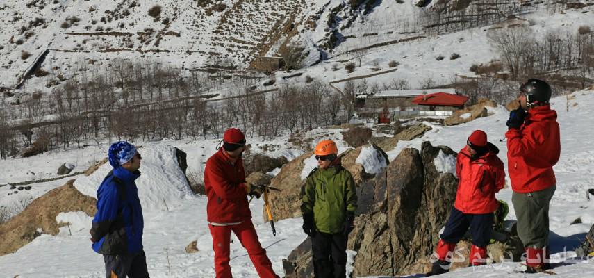 آموزش گام برداری در برف و نحوه کنترل در مسیرهای برفی و یخ زده