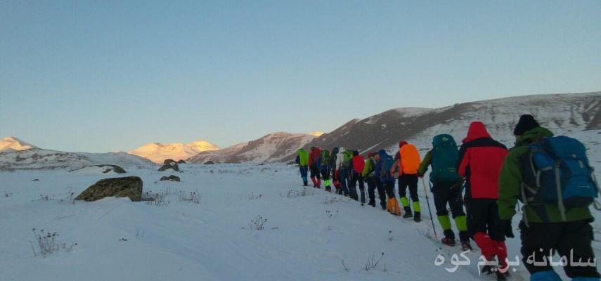صعود زمستانی در ارتفاعات بابامقصود در مسیر روستای سئین -پیمایش یال آیران دره سی تا روستای ورکه سران