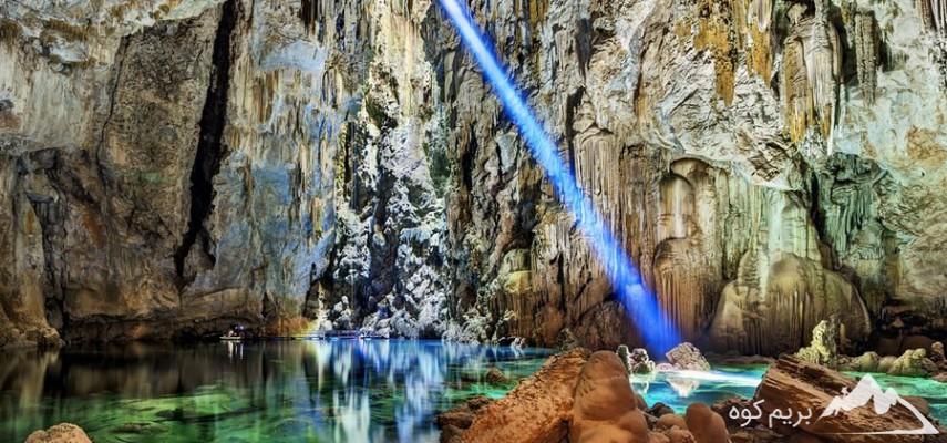 آشنایی با غارهای ایران(وبینار)