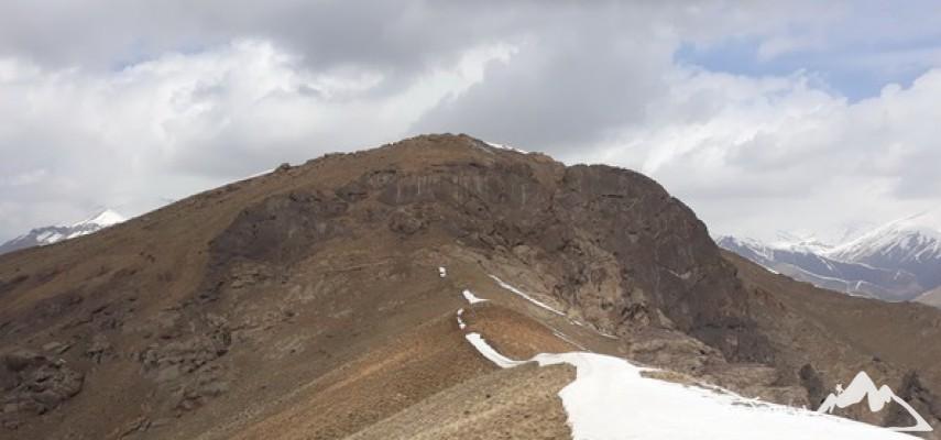 صعود قله سیاه سر